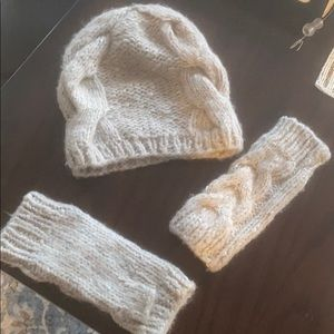Saks fifth avenue Beanie and gloves